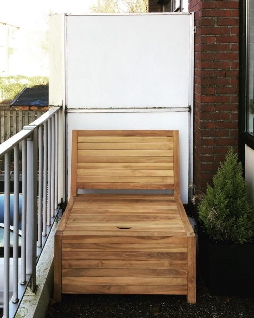This wooden bench fits a narrow balcony perfectly