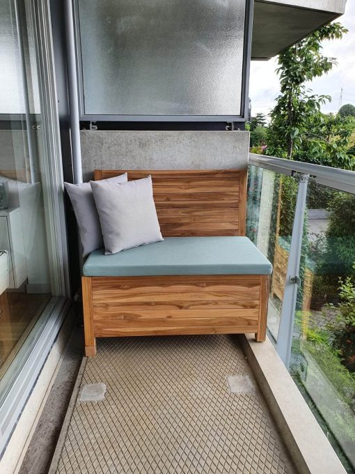The balcony bench combines well with all kinds of colors, such as this sea green balcony bench cushion.