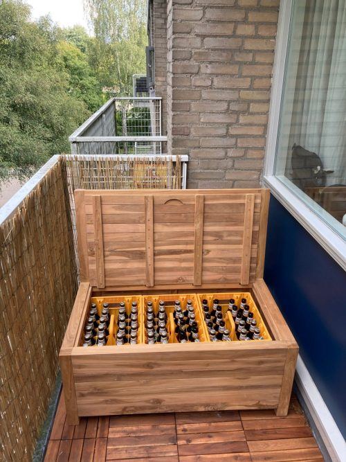 Three crates of beer fit exactly in the 100 cm balcony bench