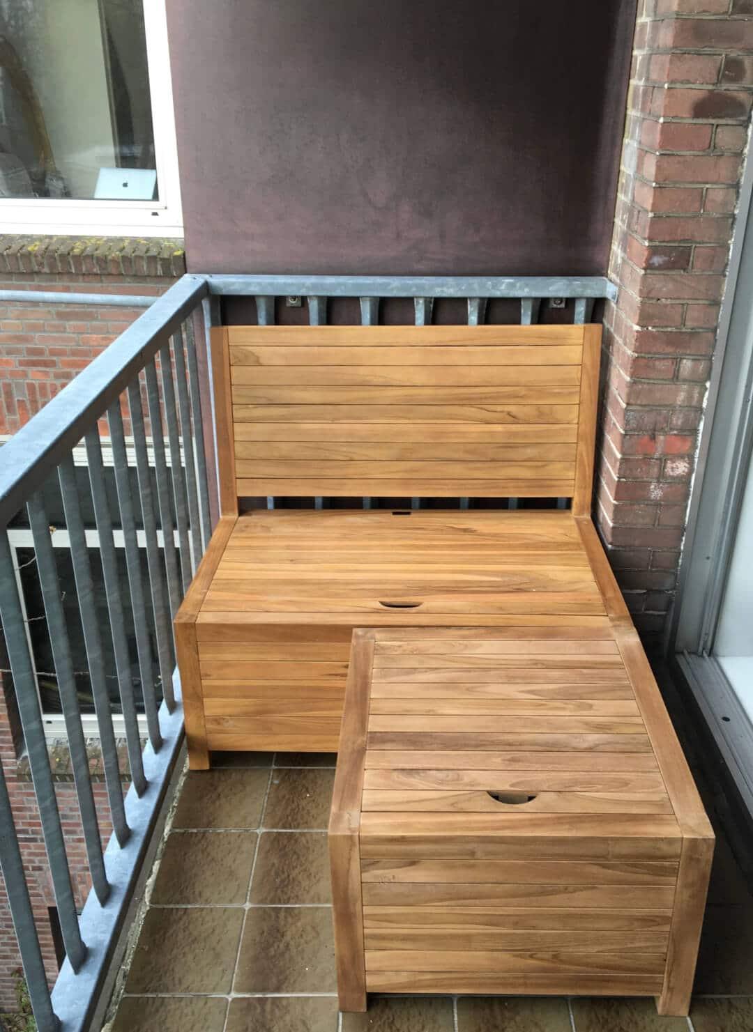 Het balkonbankje in combinatie met de balkonhocker vormt een mooie balkon loungebank
