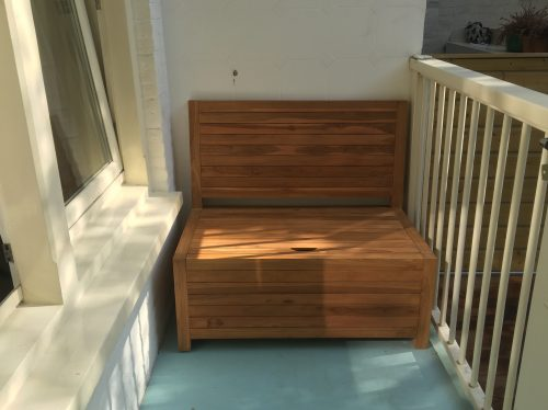 Even the smallest balconies can fit this small wooden lounge bench