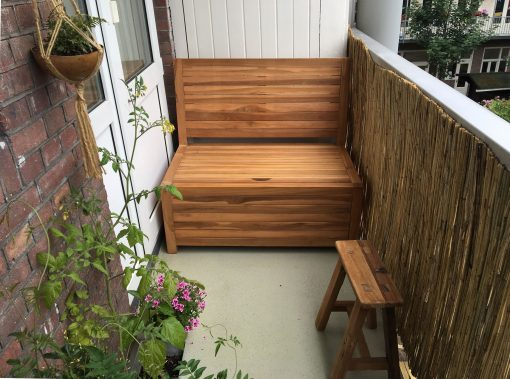 Balcony bench with storage. Width of 100 cm. Made from sustainable teak. Low maintenance product and easy to assemble.