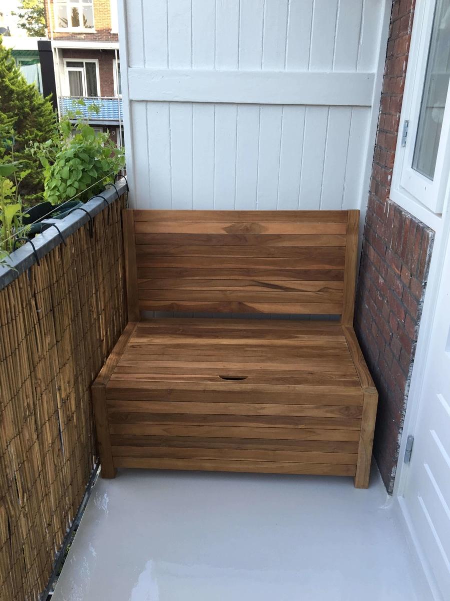 Kleine balkonbank met opbergruimte gemaakt van duurzaam teakhout. Verkrijgbaar in 100 cm en 85 cm