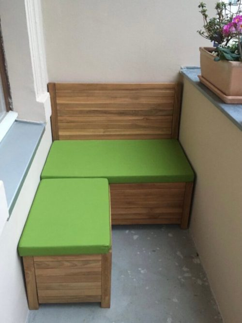 Balcony loungeset. With moss green cushions