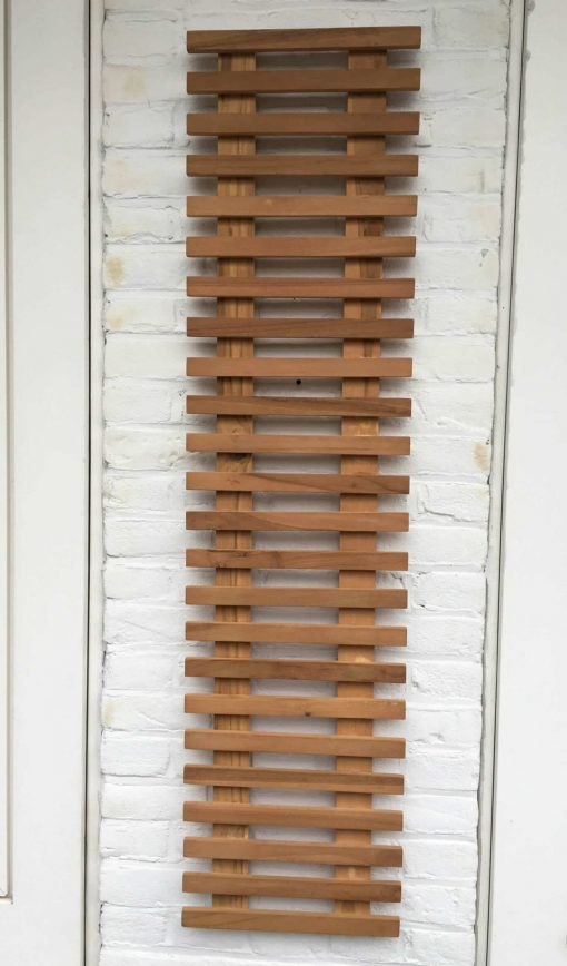 Teak plant wall rack of 120 x 30 cm. Ideal to grow an ivy or poppy on it and decorate your balcony wall.