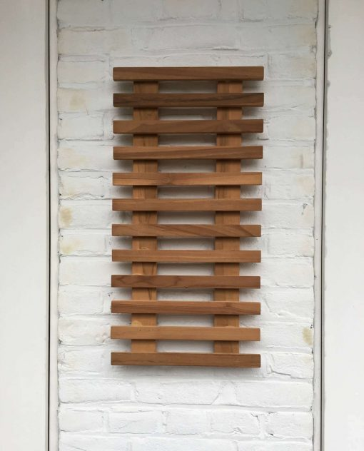 Teak plant wall rack of 60 x 30 x 3 cm. Ideal to cheer up your balcony!
