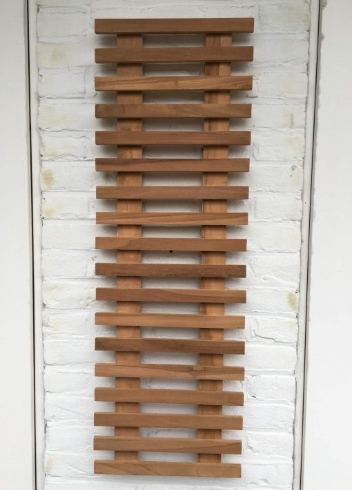 Teak plant wall rack of 90 x 30 x 3 cm. Ideal for decorating a balcony wall.