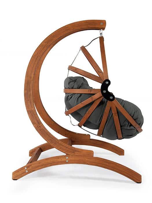 De Genoa Houten Hangstoel standaard in combinatie met de Gaya M houten hangei