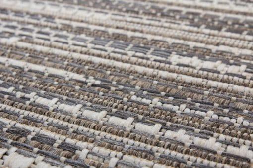 Beige balkon vloerkleed met een gemêleerde print. Zeer geschikt voor buiten.
